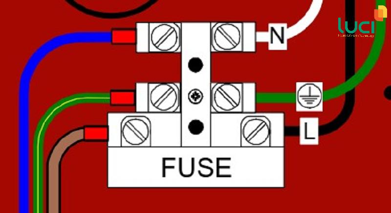 Kết nối nguồn điện lưới 220VAC vào phiến đấu dây