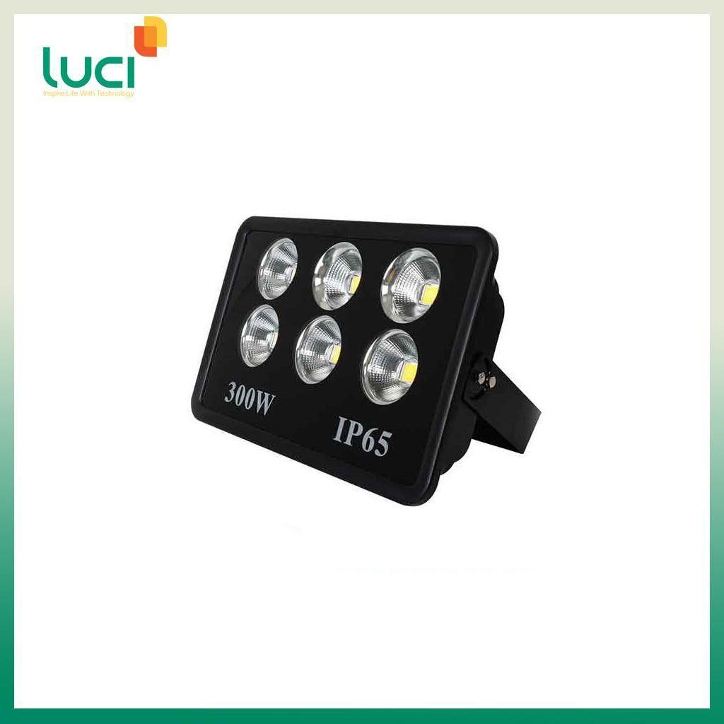 Đèn có nhiều bóng đèn LED công suất mạnh